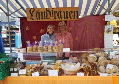 Einsatz Landfrauen am Stand Maimarkt Bülach 2018